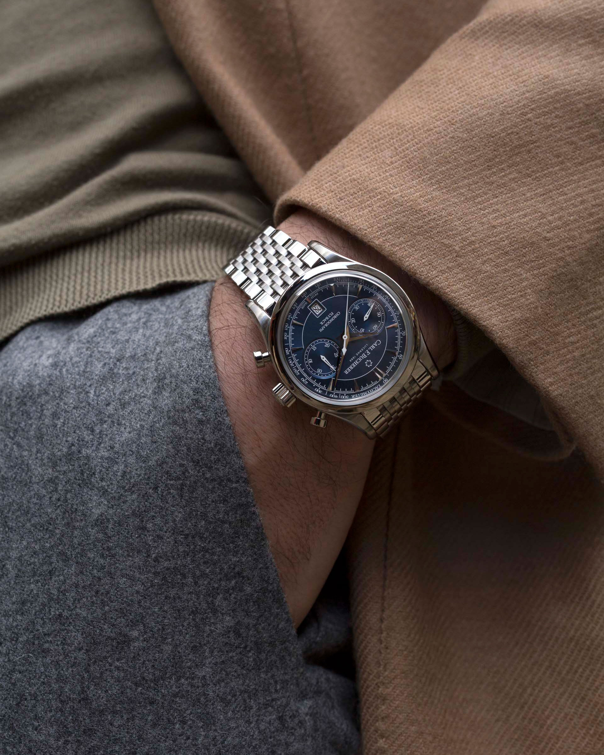 The-perfect-companion-for-the-cosmopolitan-mindset_Manero-Flyback-with-blue-dial-and-metal-bracelet-(2).jpg